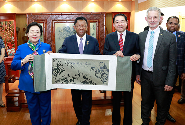 马达加斯加总统埃里访问国际竹藤组织总部