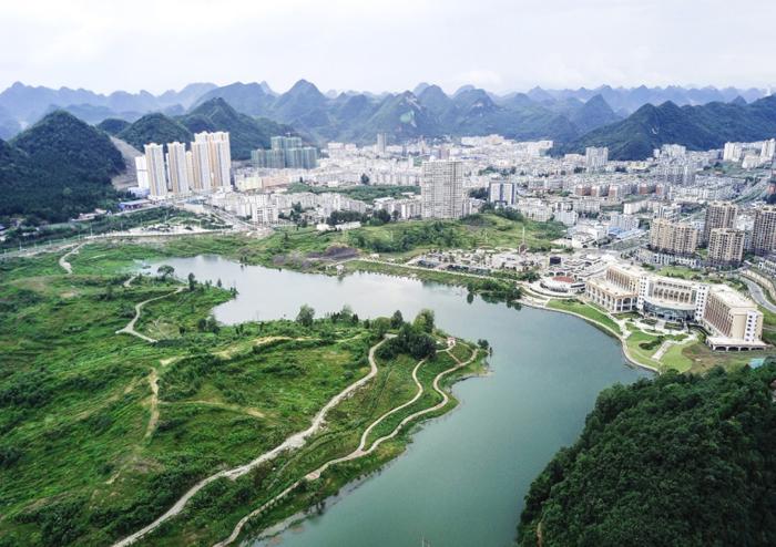 六盘水市水城县龙池公园风景(2017年8月23日无人机拍摄) 新华社记者