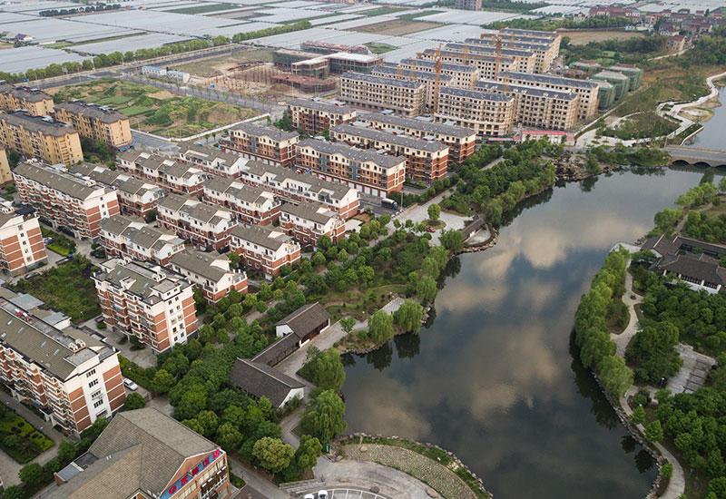 这是浙江省绍兴市上虞区章镇镇新叶村村貌(4月21日无人机航拍).